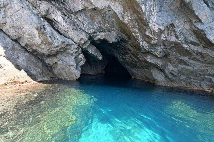 La Grotte Des Veaux Marins