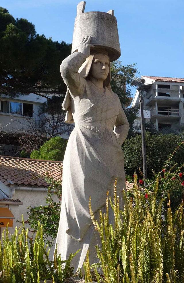 Statue Porteuse D Eau