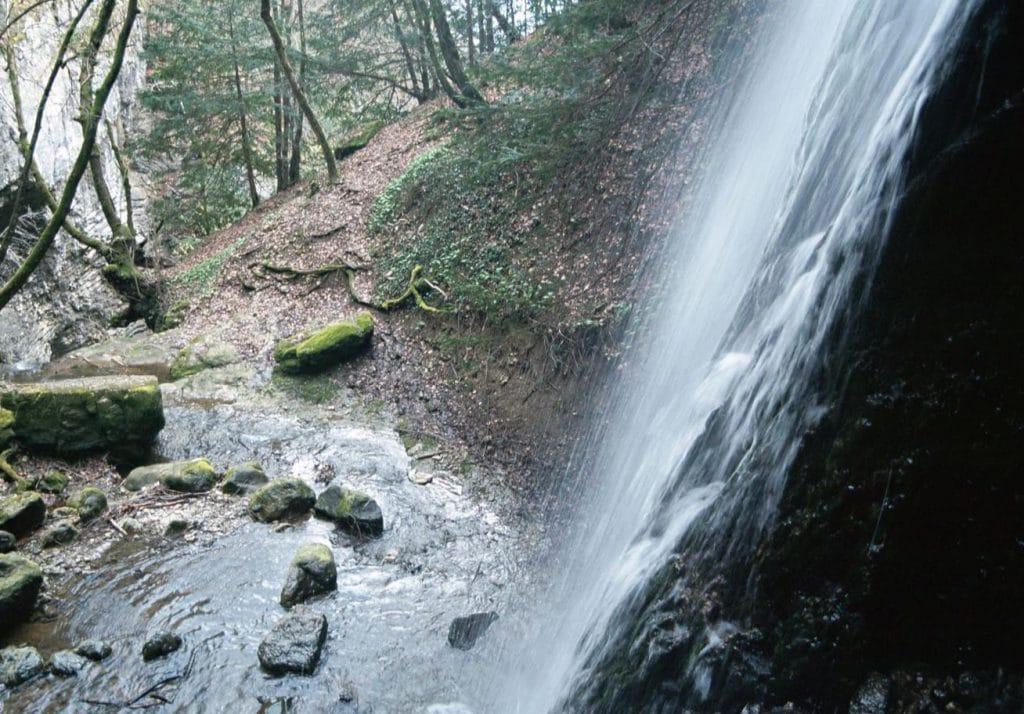 Cascade Angon